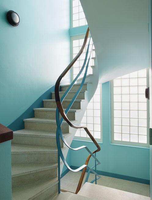 royan-treatment-winding-staircase-1950s-building