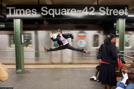 Dancers among us - Jeffrey Smith dans le métro à Time Square (NY)