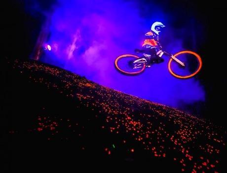 Session Bike de nuit en fluo