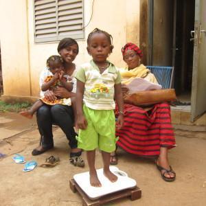 The Djantoli organization visits children at home L'association Djantoli rend visite aux enfants chez eux (c)D.R