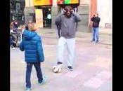 Cristiano Ronaldo déguise pour surprendre enfant