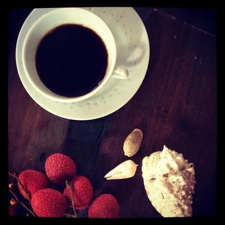 1) Plutôt café, un très grand mais que le matin, après je les digère mal. Mais le matin, c'est vital !