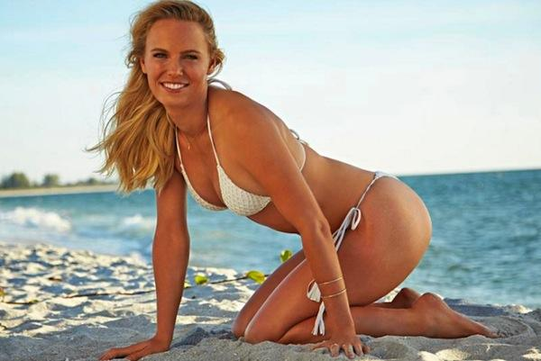 Caroline Wozniacki pose pour l'édition Swimsuit de Sports Illustrated