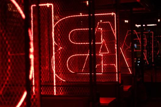 lettres neon rouge