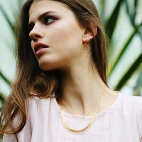 Plastron Olga en version blanche. Passez une bonne journée #jewel #jewellery #white #gold #madeinfrance #picoftheday #tendance #mode #bijoux #beautifull #haveagoodday