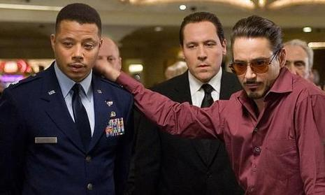 Terrence Howard, Jon Favreau et Robert Downey Jr. dans Iron Man