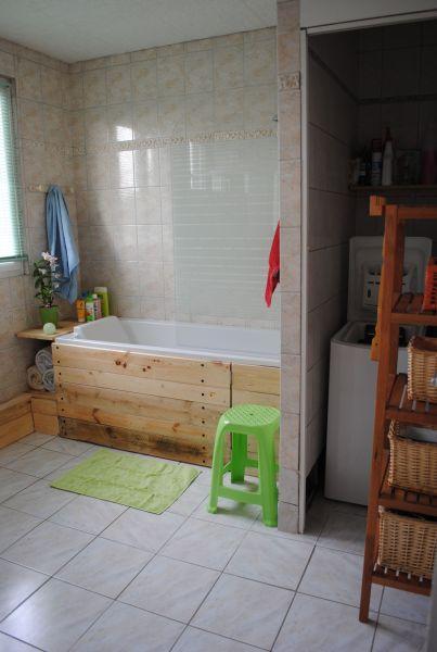 d co un tablier de baignoire en bois brut paperblog. Black Bedroom Furniture Sets. Home Design Ideas
