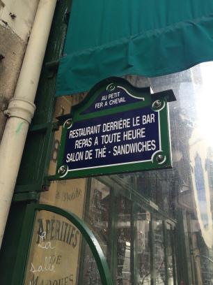 AU PETIT FER À CHEVAL : pur jus parisien