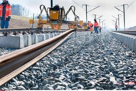 Pose rails future ligne LGV Tours-Paris permettra relier Bordeaux Paris 2 heures.
