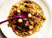 Primavera connection. LINGUINE NOIX SAINT-JACQUES, HARICOTS COCOS, OIGNONS ROUGES, ÉPINARDS CITRON CONFIT.