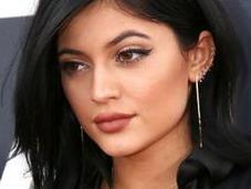 Kylie Jenner partage secrets beauté.