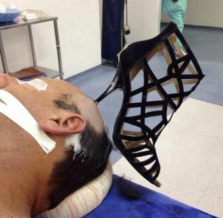 08a3f6ad1641 Une femme plante son talon aiguille dans la tête de son mari - Paperblog