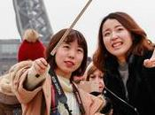 Japonais avaient déjà selfie sticks… 1983
