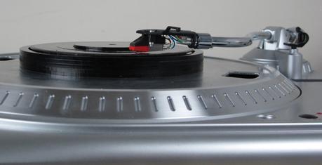 L'Universal Record, un vinyle Bluetooth pour lire des MP3 sur votre table tournante
