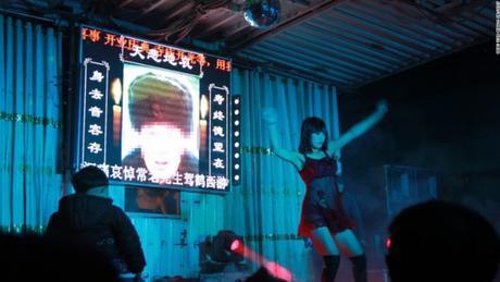 La Chine interdit les strip-teases aux enterrements