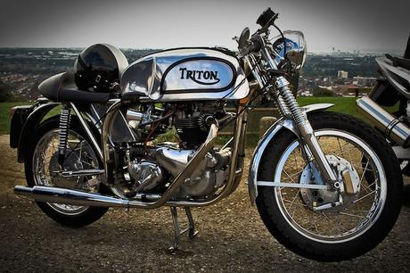 Triton_Norton-Triumph_motorcycle_with_polished_frame_and_tank