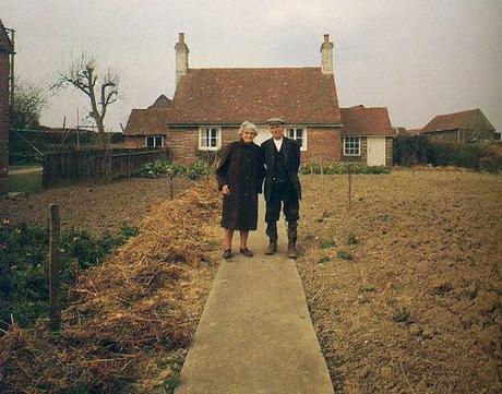 Un couple de retraités est pris en photo à chaque début de saison