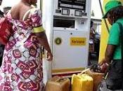 Nigeria réduit budget subventions carburants