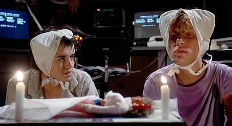 Wyatt Donnelly (Ilan Mitchell-Smith) et Gary Wallace (Anthony Michæl Hall) dans WeirdScience (Image : Universal Pictures).