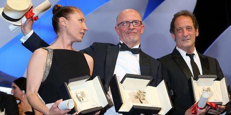 Emmanuelle Bercot, Jacques Audiard et Vincent Lindon à la cérémonie de cloture du festival de cannes  © VALERY HACHE / AFP