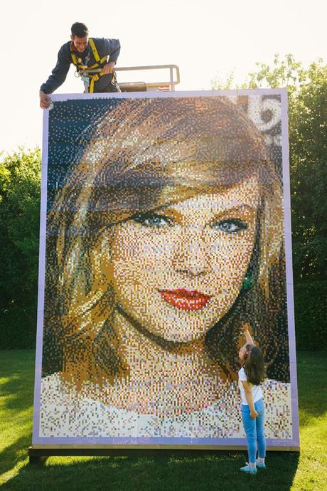 taylor-swift-mosaic-made-out-of-lego-2015