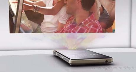 Lenovo Smart Cast, un concept de smartphone avec projecteur laser intégré