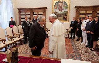 Pepe reçu par le Pape [ici]