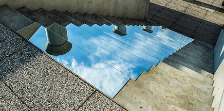 DESIGN : L'escalier en miroir de Shirin Abedinirad