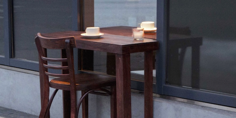 ART : HALF-INDOOR, HALF-OUTDOOR TABLE