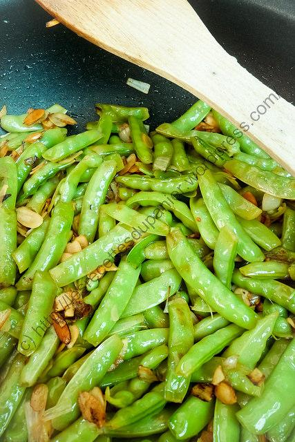 Pois gourmands aux amandes grillées / Snow Peas with Toasted Almonds