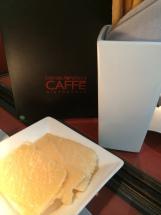 EMPORIO ARMANI CAFFÈ : DU STYLE, DANS LA SALLE ET DANS L'ASSIETTE