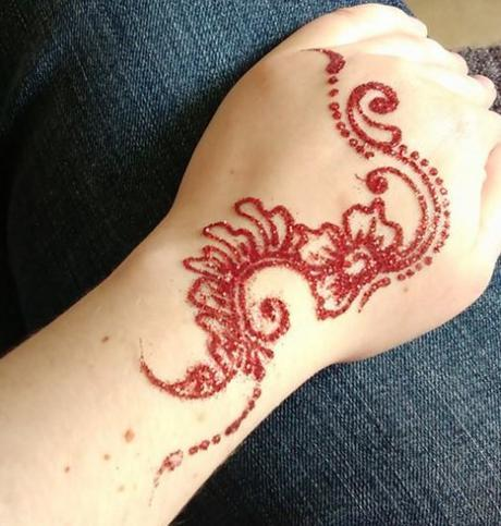 Tatouage paillettes de la Main de Fée