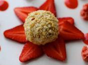 Sphère glace vanille pralin fraises sponge cake