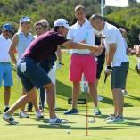 Andres Iniesta apprend le golf avec une pointure