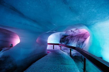 Titlis, Gletschergrotte, Lichteffekte; Titlis, Glacier Cave, Light Effects;