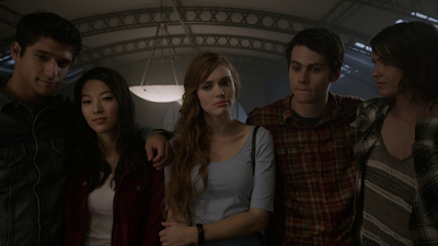 Les critiques // Teen Wolf : Saison 5. Episode 1. Creatures of the Night.