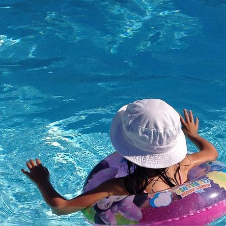 Barbotage de fin de journée dans la piscine