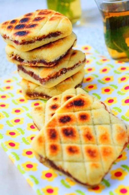 Mbardja Bradj galette fourée aux dattes
