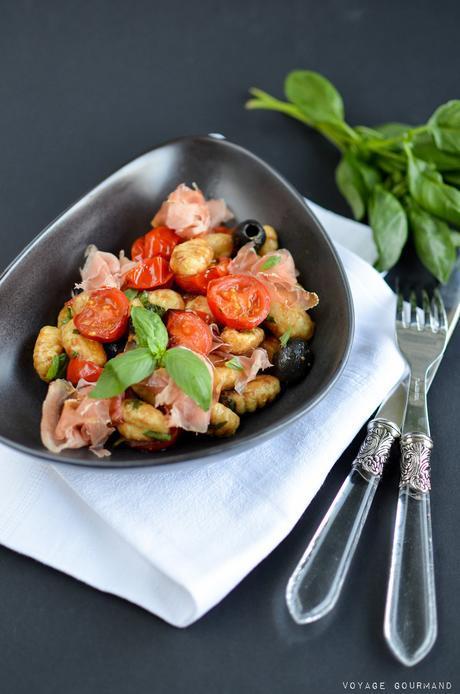 Salade gnocchis, parme, tomates, olives