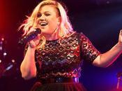"Vidéo: Kelly Clarkson reprend ""Bye Bye"" Buffalo"