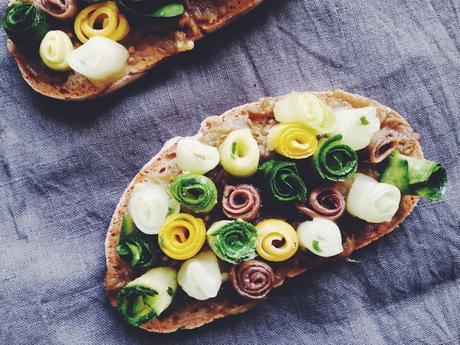 Tartines courgette concombre acidulés, anchois Maisor et aubergine écrasée