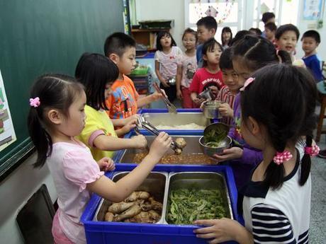 56% des enfants défavorisés n'ont pas de repas réguliers en été !!