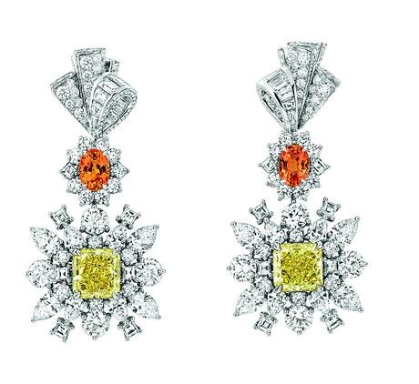 BOUCLES D'OREILLES PLUMETIS DIAMANT JAUNE JCAD93002 750/1000e or blanc, diamants, diamants jaunes et grenats spessartites