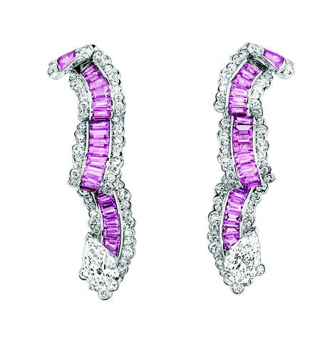 BOUCLES D'OREILLES GROS GRAIN SAPHIR ROSE JCAD93006 750/1000e or blanc, diamants et saphirs roses