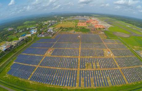 Le parc photovoltaïque de l'aéroport Cochin International, en Inde.