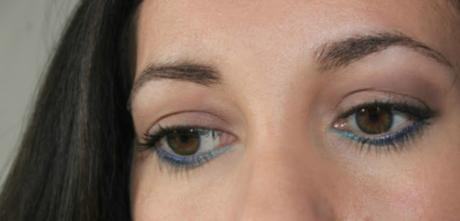 Maquillage et nail art bleu océan