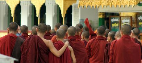 Les moines birmans dénoncent toute action de violence et de discrimination religieuse et apportent leur soutien à Aung San Suu Kyi