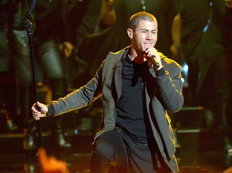 nick-jonas-ama-performance-ftr