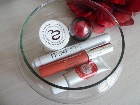 De jolies lèvres souples et douces par tous les temps