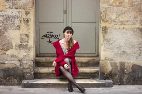 fille manteau rouge
